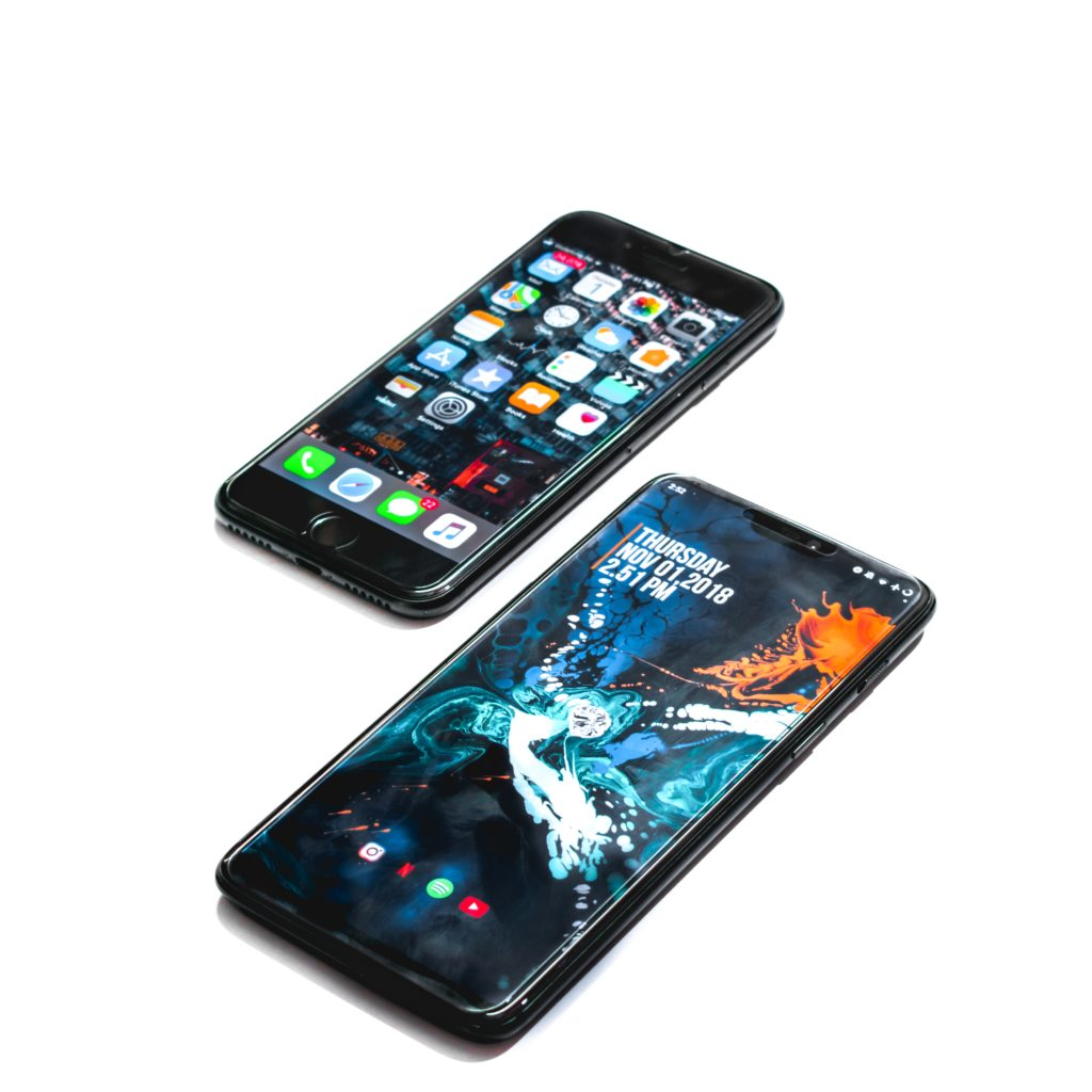 A black iOs phone and a black Android phone side-by-side.